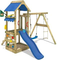 Spielturm aus Holz und mit Rutsche
